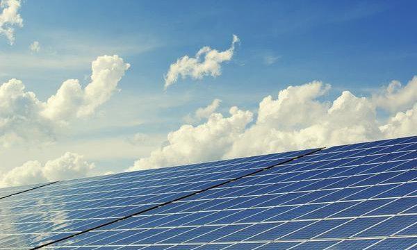 Przyszłość z systemami wiatrowymi i fotowoltaicznymi