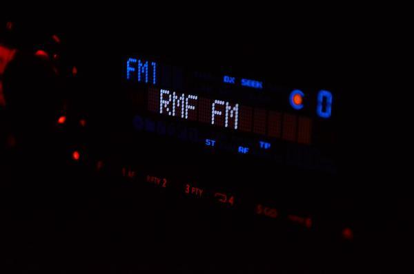 radio hitachi ur18dsl